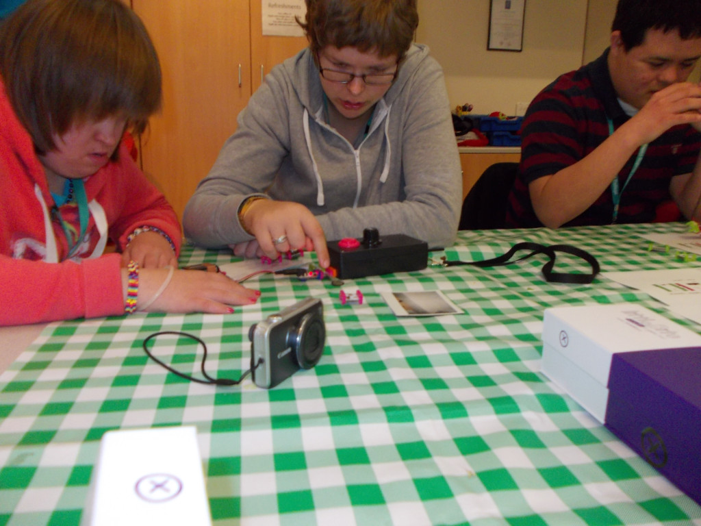 Sian, Rachel and Guillermo try Littlebits